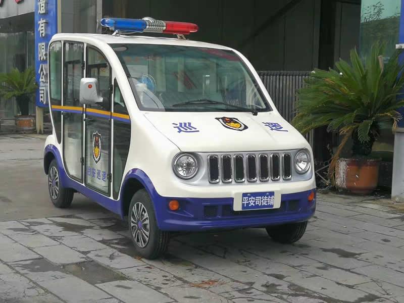 5座封闭式燃油警用车